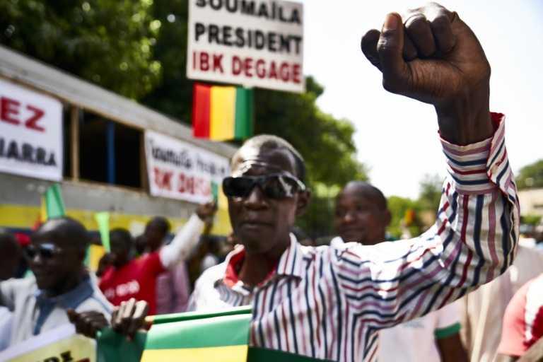 Mali: des milliers de personnes manifestent contre la