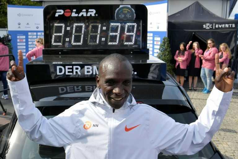 Marathon de Berlin: le roi Kipchoge pulvérise le record du monde en 2h01:39