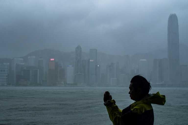 Le typhon Mangkhut sème le chaos à Hong Kong, 49 morts aux Philippines